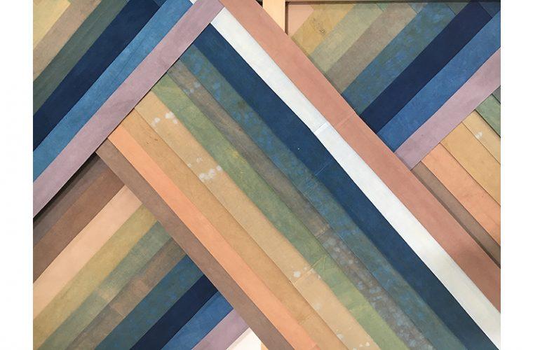 Belén Rodríguez. 'Juni-hitoe I', 2021. Telas de algodón teñida con tintes naturales y bastidor de haya, 250 x 177 cm